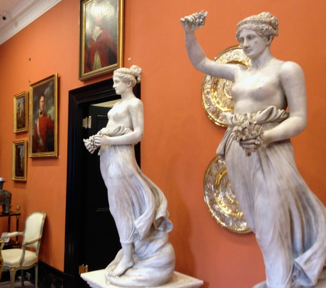 A generous arts and antiques buff!